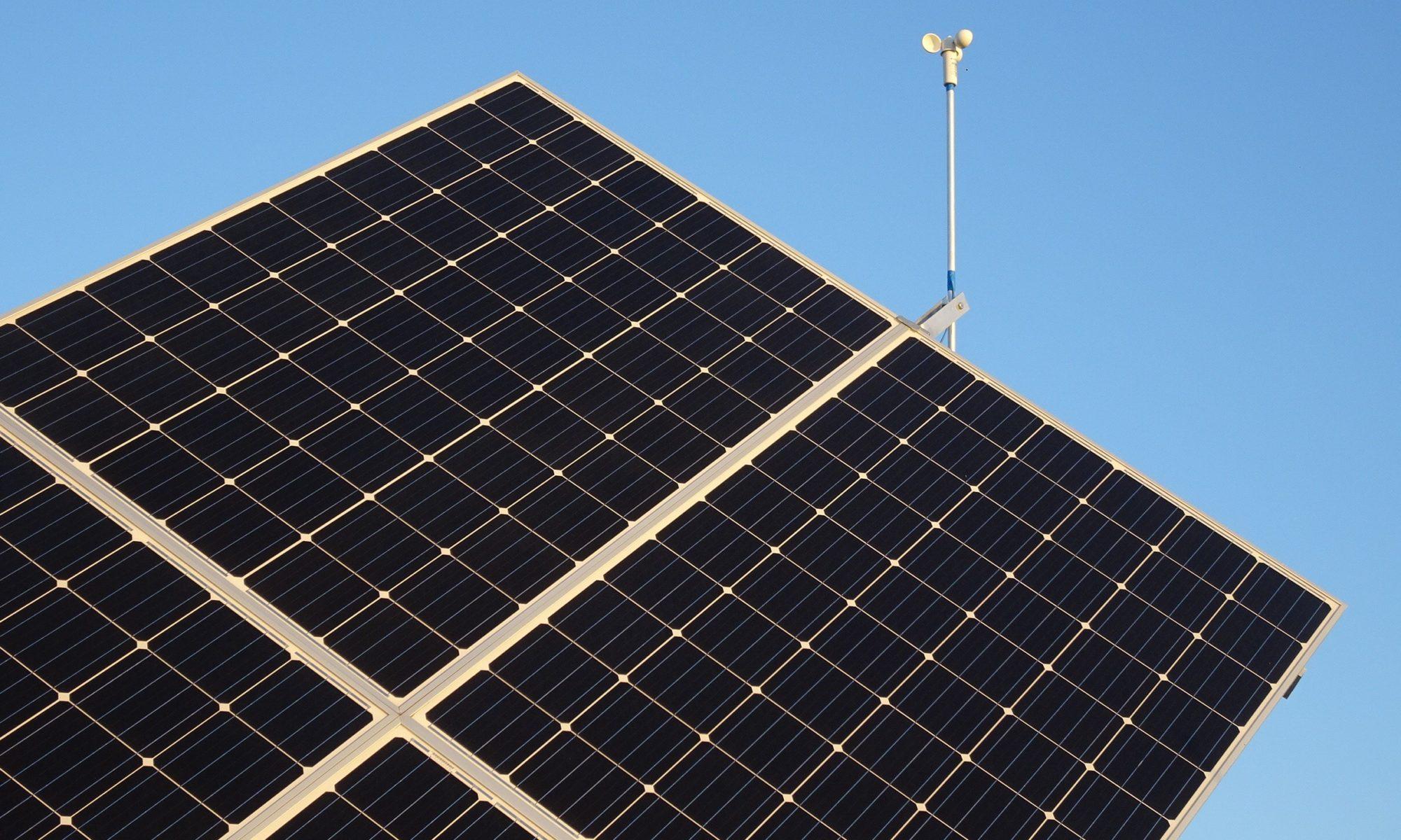 Panneau photovoltaïque avec suiveur solaire Tournesol