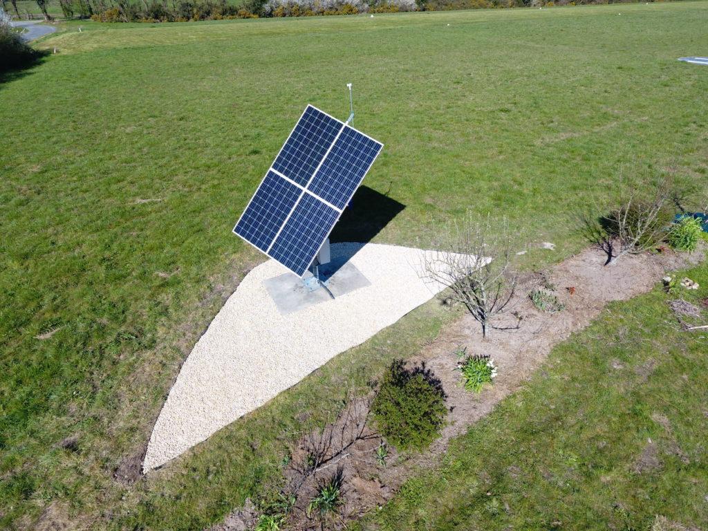 Avec batterie d'accumulateurs, le tracker solaire Tournesol permet de maitriser votre production d'énergie propre et durable