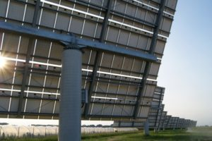 Les panneaux photovoltaïques équipés de solar tracker industriels adaptés aux particuliers