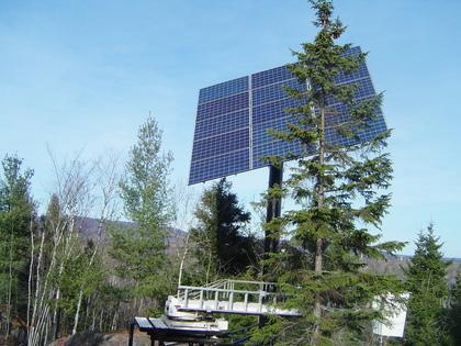 Suiveur solaire de 15 panneaux photovoltaïques.